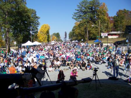 27,000 Gather in Memorium